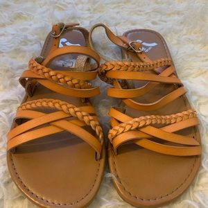REPORT braided leather like sandals size 6